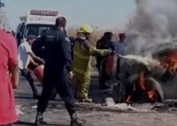 Mujer muere calcinada tras chocar su auto en Estado de México