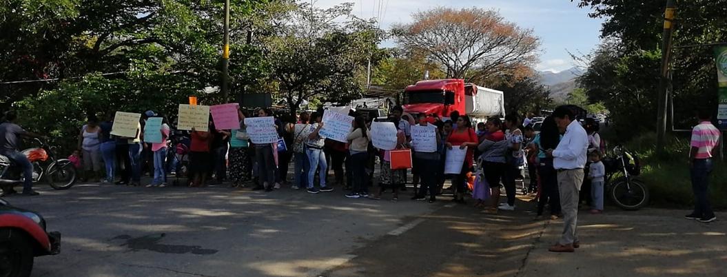Padres de familia exigen obras para jardines de niños en El Ocotito