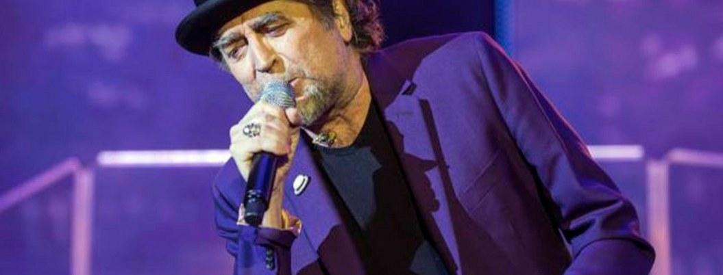 Joaquín Sabina cae del escenario durante presentación
