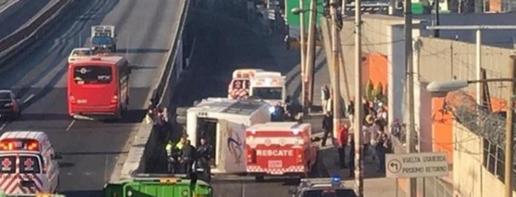 Vuelca autobús en la México-Pachuca; hay 15 lesionados