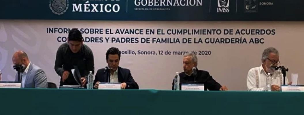 AMLO firma decreto de pensión vitalicia para padres del ABC