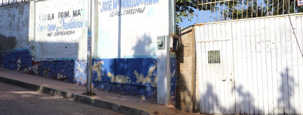 Rafaguean portones de primarias en Acapulco