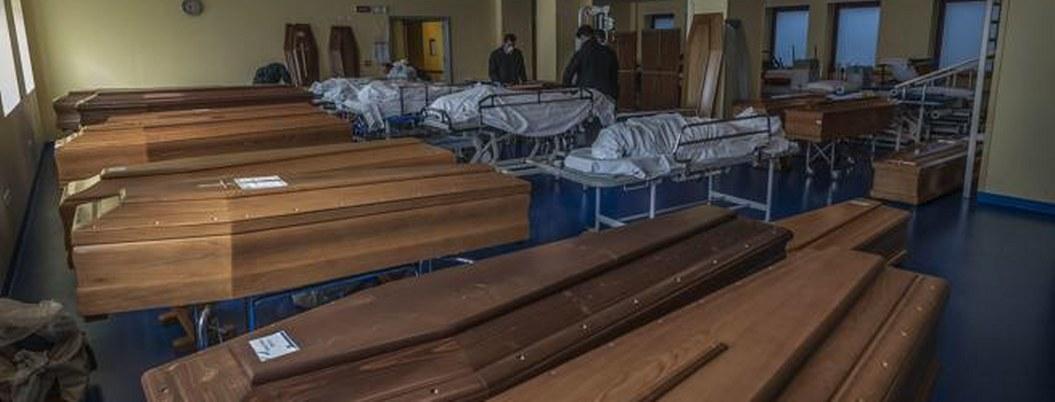 Italia: soldados trasladan cuerpos ante colapso de funerarias