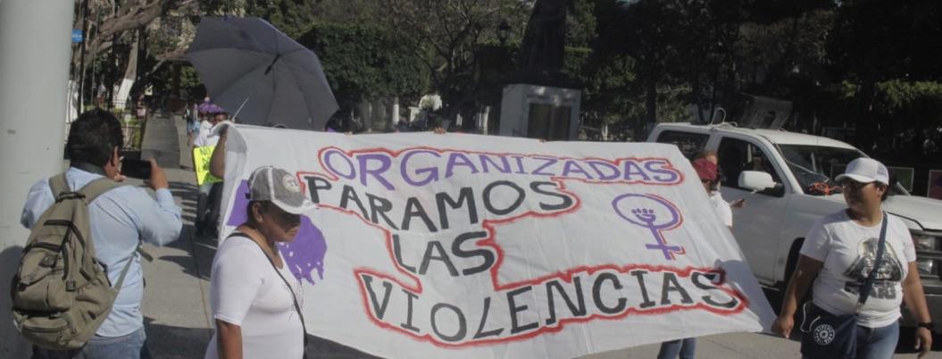 Trabajadoras del ayuntamiento de Chilpancingo marchan por el M8