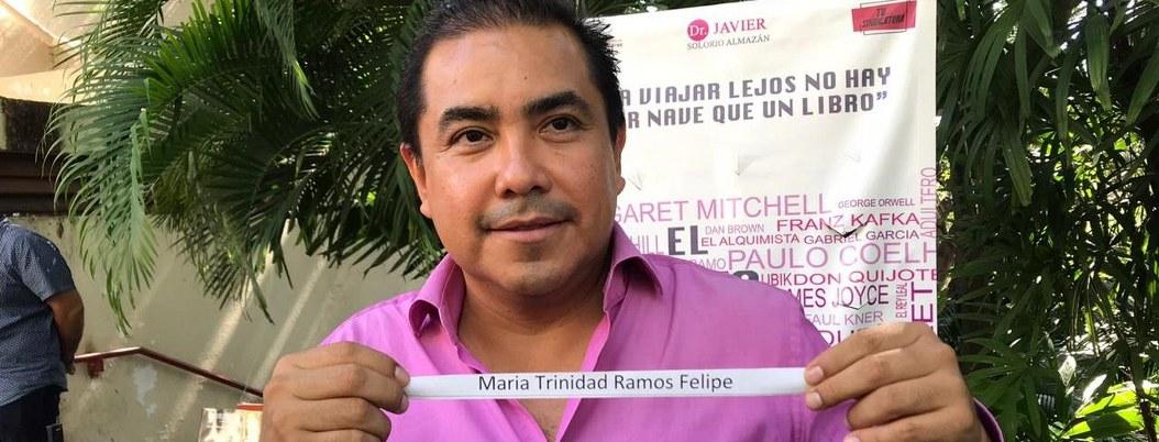 Síndico entrega premio a ganadora de cirugía estética en Acapulco