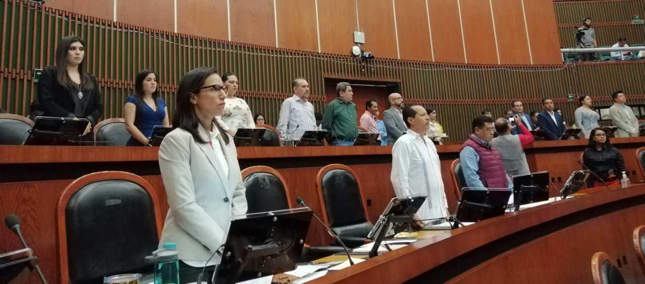 Guardan minuto de silencio por diputado asesinado en Morelia
