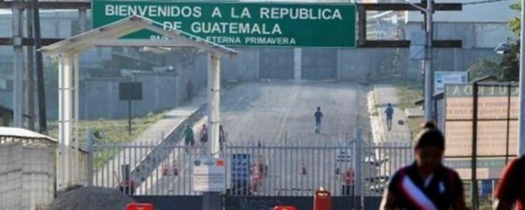 Guatemala cierra su frontera con México