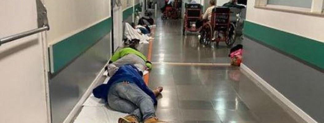 Hospitales en España rebasados; algunos duermen en el suelo