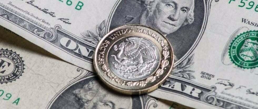 Dolar rebasa al peso; está arriba de 20 por coronavirus