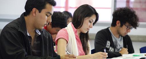 Darán becas de 50 mil pesos a universitarios; aquí los requisitos