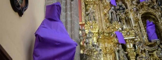 Iglesias cubren con mantas a la Virgen por violencia contra mujeres
