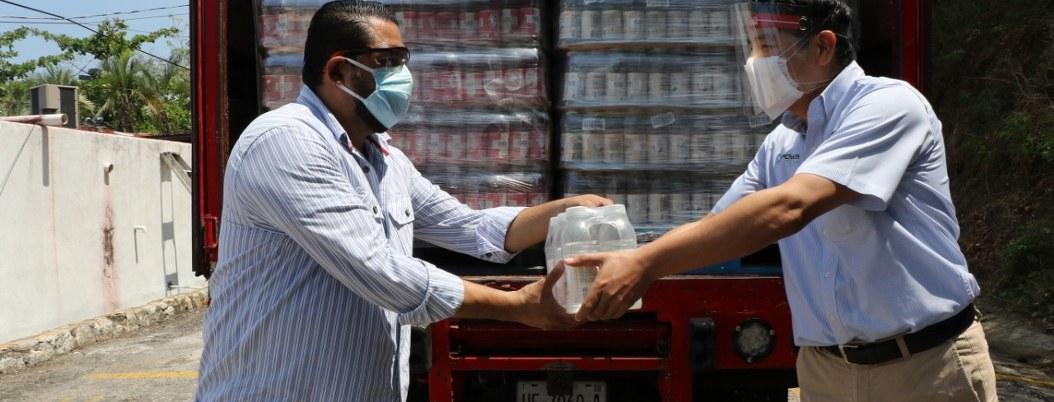 Manzano recibe donación en lugar de la alcaldesa