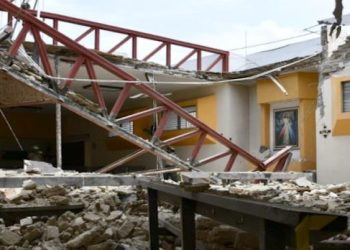 Cae sobre 12 adultos mayores techo de parroquia en Zapopan 1