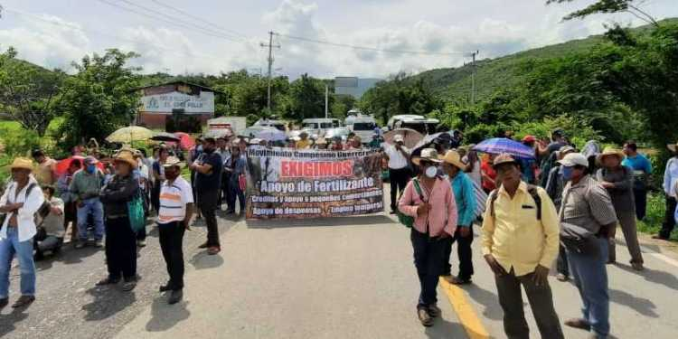 Exigen a Sader entregar fertilizante; bloquean carretera en Guerrero 1