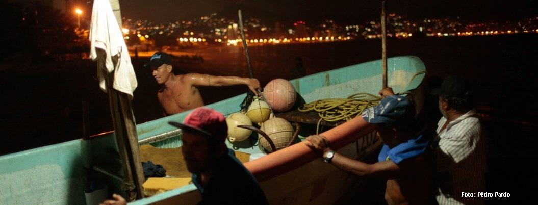 Aquellas noches de perros tiburón; el ritmo de las bahías rojas | Reseña 2