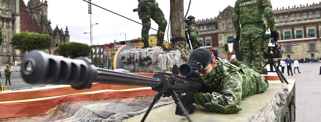 AMLO encabeza desfile militar por el 210 aniversario de la Independencia 1