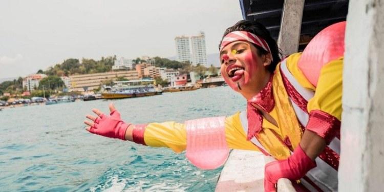 Payasos con caretas y gel antibacterial, la nueva normalidad en Acapulco 1