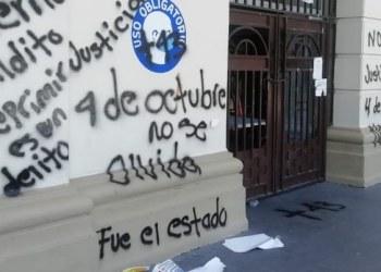 Normalistas de Ayotzinapa dejan pintas en su paso por calles de Chilpancingo 8