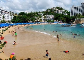 Restauranteros alternan ventas por crisis en Acapulco 8