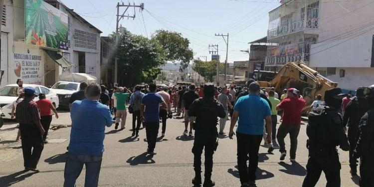 Protestan contra obras de nuevo puente elevado en Acapulco 1