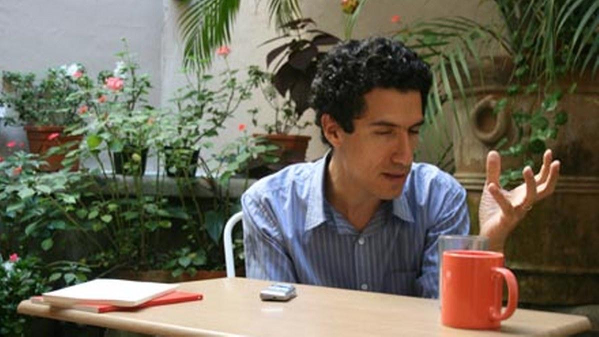 La poesía es algo presente en la vida cotidiana: Luis Vicente de Aguinaga