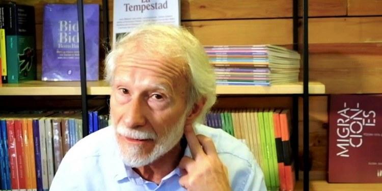 Todo el mundo escribe poesía; ya no hay parámetros críticos: Eduardo Milán 1