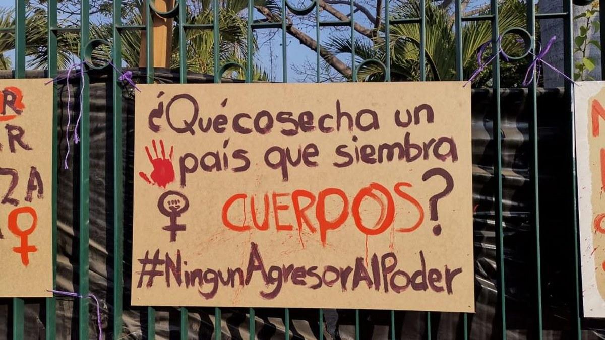 Activistas repudian candidatura de Félix Salgado con pancartas en Acapulco 1