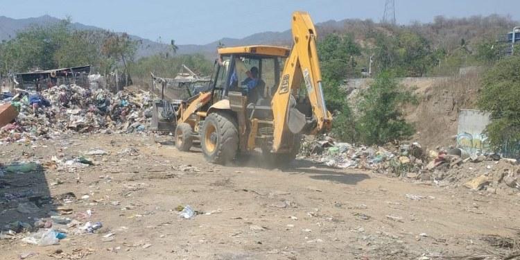 Retiran tiradero de basura en San Agustín para prevenir focos de infección 1