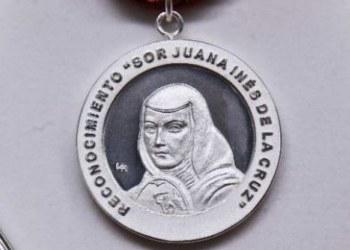Entregan la medalla Sor Juana Inés de la Cruz a Marcela Lagarde 8
