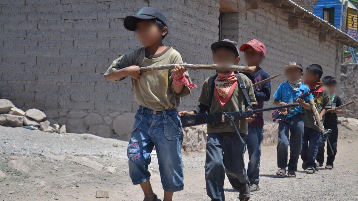 Guerrero: los niños armados de la Montaña; los preparan para enfrentar criminales   Fotos 8