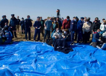 Nave Soyuz MS-17 con tres astronautas aterriza en Kazajistán 2
