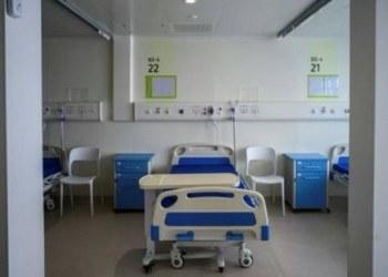 Hong Kong avala atar a niños a camas de hospital durante confinamiento 1