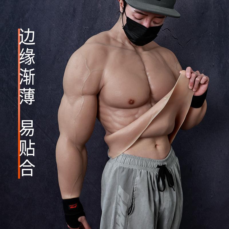 ¡Adiós gym! Crean traje hiperrealista que te hace ver musculoso 1