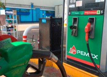 """Usuarios denuncian """"gasolinazo encubierto"""" ante alza de Premium 8"""