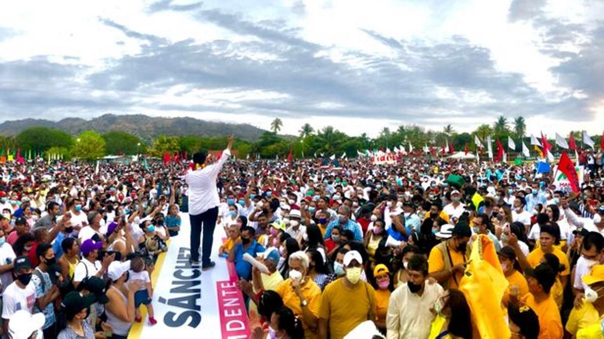 En Zihuatanejo un mar de gente salió a dar su apoyo a Mario Moreno y Jorge Sánchez 3