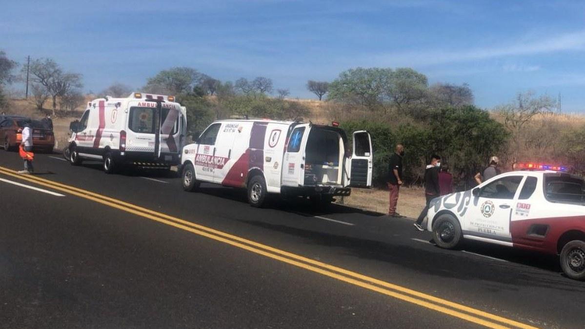 Autobús proveniente de Tlapa vuelca en Puebla; hay tres muertos y 16 heridos 1