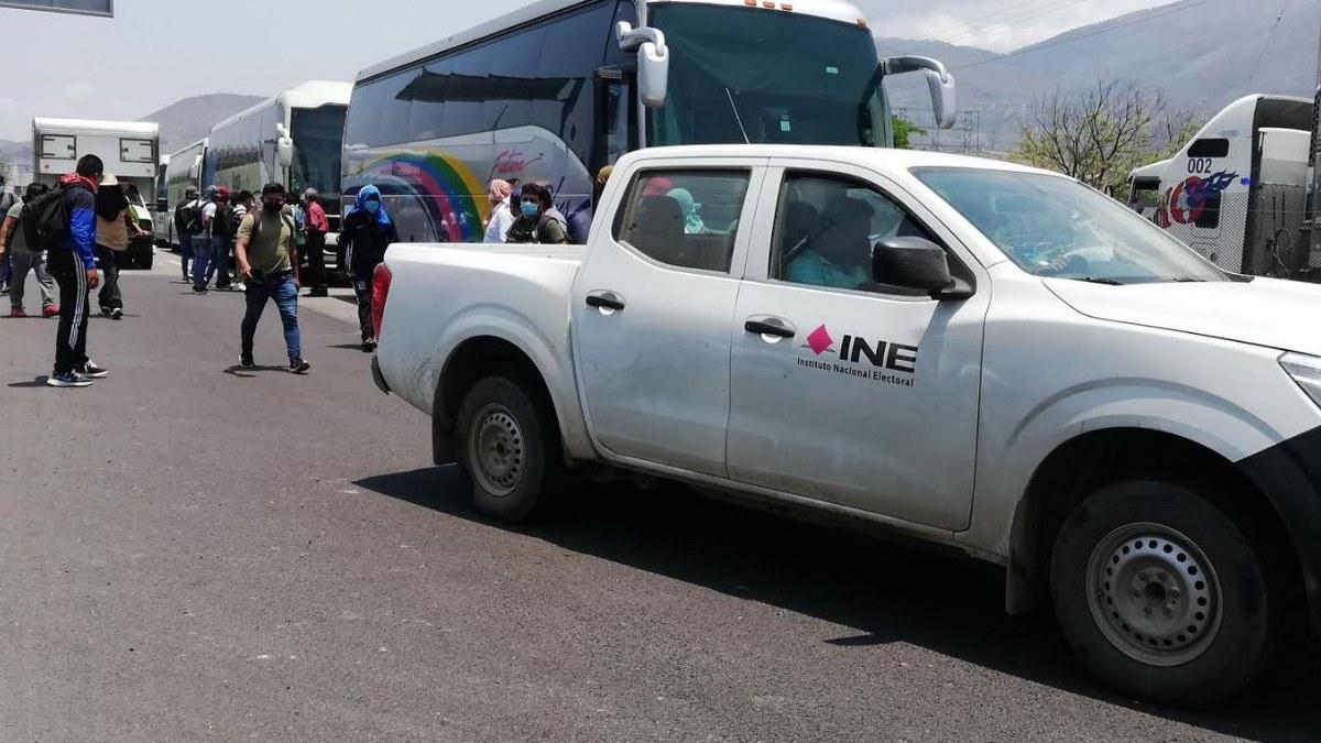 INE en Guerrero presenta denuncia tras el despojo de un vehículo oficial por normalistas 1
