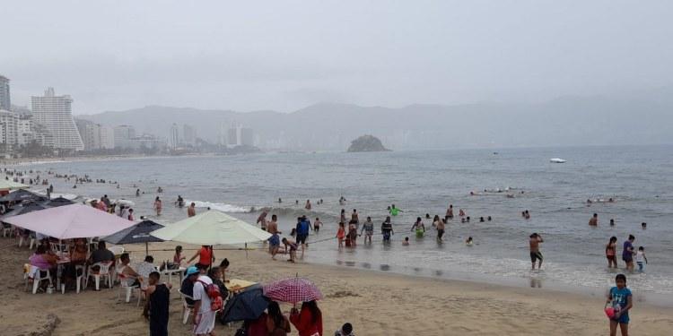Muere turista ahogada en playa Condesa de Acapulco por el alto oleaje 1