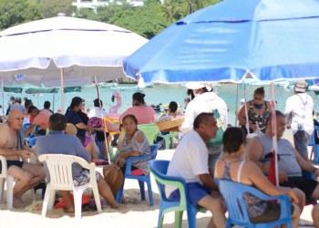 ¿Cuál Covid? Turistas atiborran playas de Acapulco; la mayoría sin cubrebocas | Fotos 4