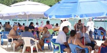 ¿Cuál Covid? Turistas atiborran playas de Acapulco; la mayoría sin cubrebocas | Fotos 6