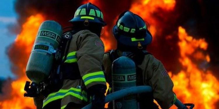 Bomberos esperan lluvias que ayuden contra gran incendio en España 1