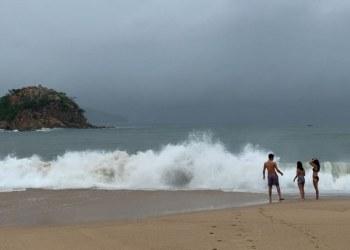 Mar de fondo genera olas de 3 metros en costas de Guerrero 8