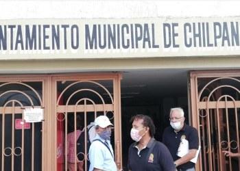Toño Gaspar se niega a pagar a trabajadores del Ayuntamiento; inician plantón 9