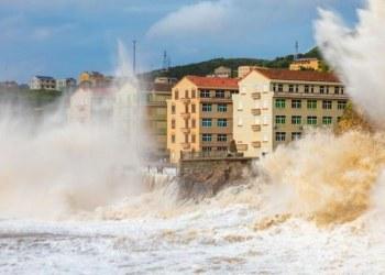 """China evacúa a 500 mil personas por llegada de tifón """"In-Fa"""" 5"""