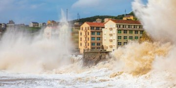 """China evacúa a 500 mil personas por llegada de tifón """"In-Fa"""" 8"""
