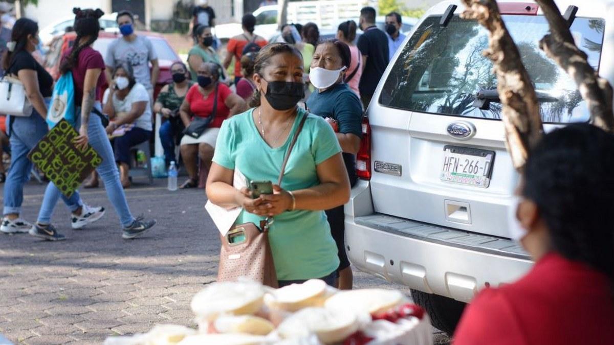Acapulco: con mamás, amigos o pareja; la vacunación de centennials y millenials en imágenes 8