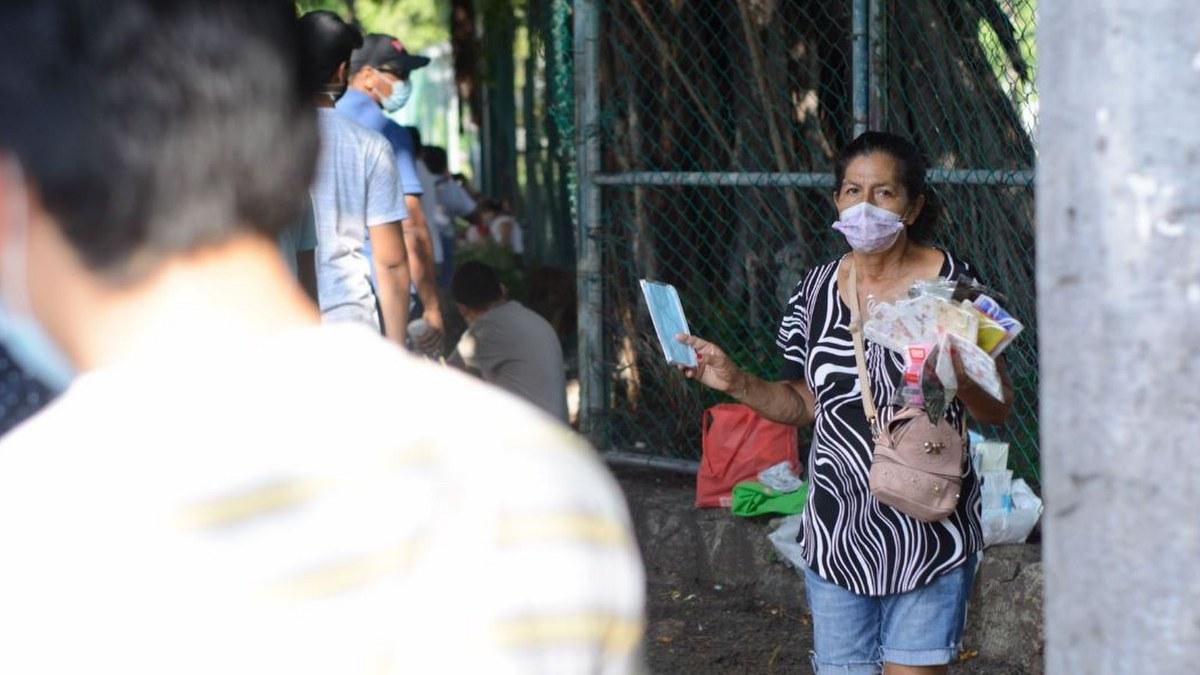 Acapulco: con mamás, amigos o pareja; la vacunación de centennials y millenials en imágenes 9