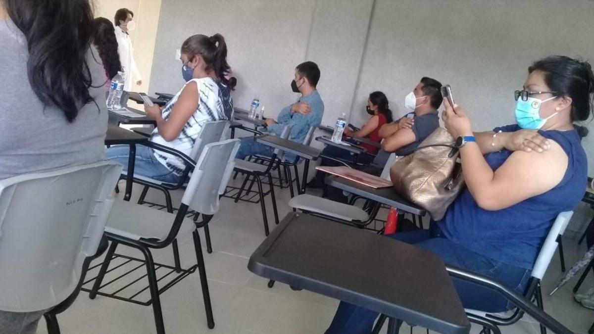 Con retraso y largas filas, vacunan a personas de 30 a 39 años en Chilpancingo 1