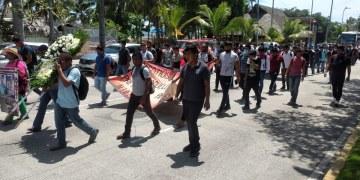 Normalistas de Ayotzinapa marchan en Acapulco; exigen a AMLO avances reales del caso 4