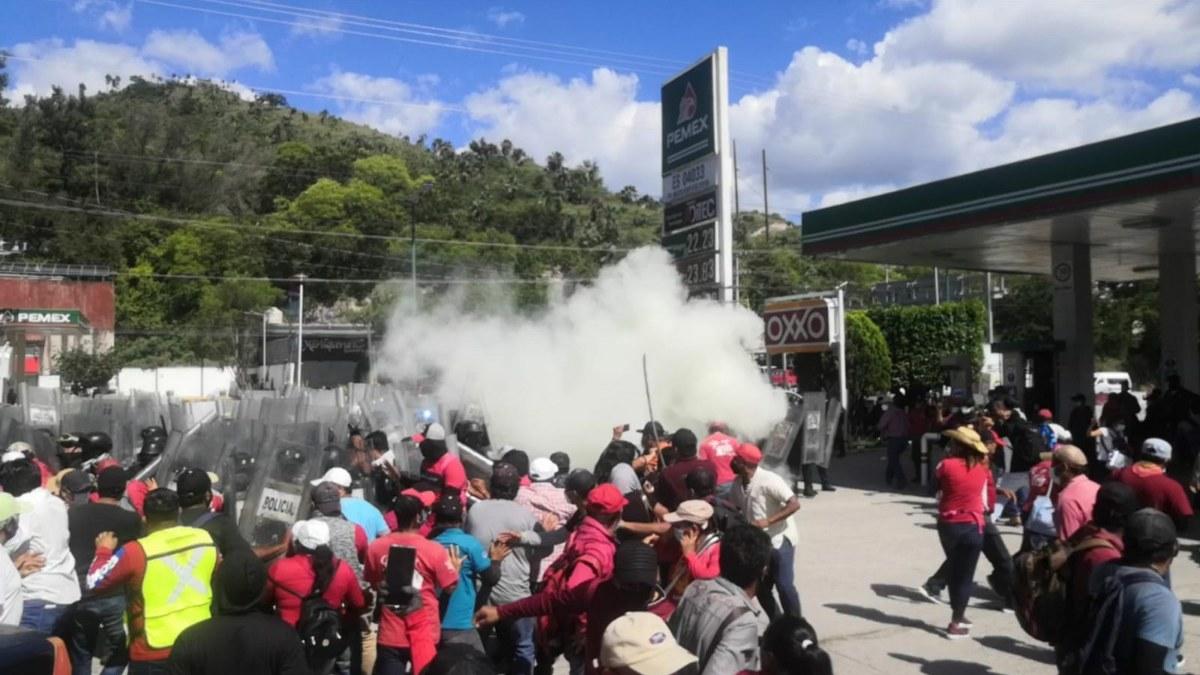 Policías de Guerrero garrotean a empleados del ayuntamiento de Chilpancingo por exigir pagos 1